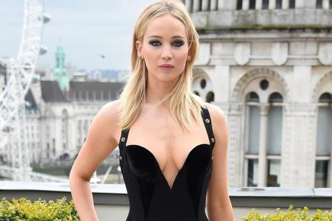 Vay sexy cua Jennifer Lawrence vao nhom dep nhat tuan hinh anh