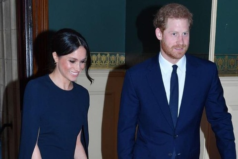 Meghan Markle dien vay cape thanh lich du sinh nhat Nu hoang Anh hinh anh