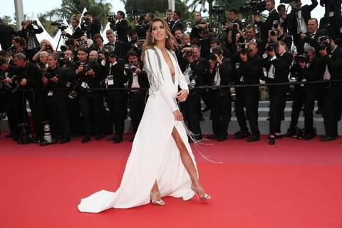 Hoa hau Hoan vu Iris Mittenaere va dan sao du Cannes hinh anh