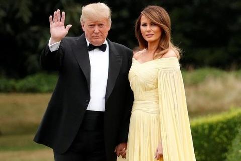 De nhat phu nhan My Melania Trump lan dau mac vay nhu cong chua hinh anh