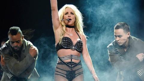 Britney Spears gap su co trang phuc hinh anh