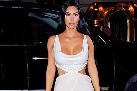 Kim Kardashian va cuu hoa hau Priyanka Chopra do thoi trang tao bao hinh anh