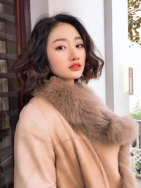 Hoa hau Thu Ngan: 'Kem chong 19 tuoi nhung toi khong phai nhun nhuong' hinh anh 5