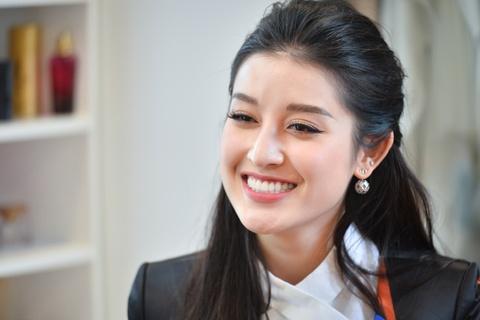 A hau Huyen My: 'Neu 30 tuoi chua lay chong, toi se khong ket hon' hinh anh 4
