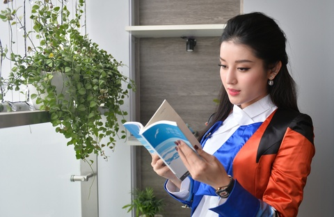 A hau Huyen My: 'Neu 30 tuoi chua lay chong, toi se khong ket hon' hinh anh 7
