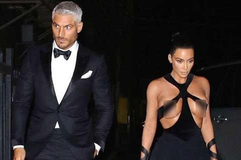 Kim Kardashian gây sốc với váy phản cảm, bị chê mặc như không mặc