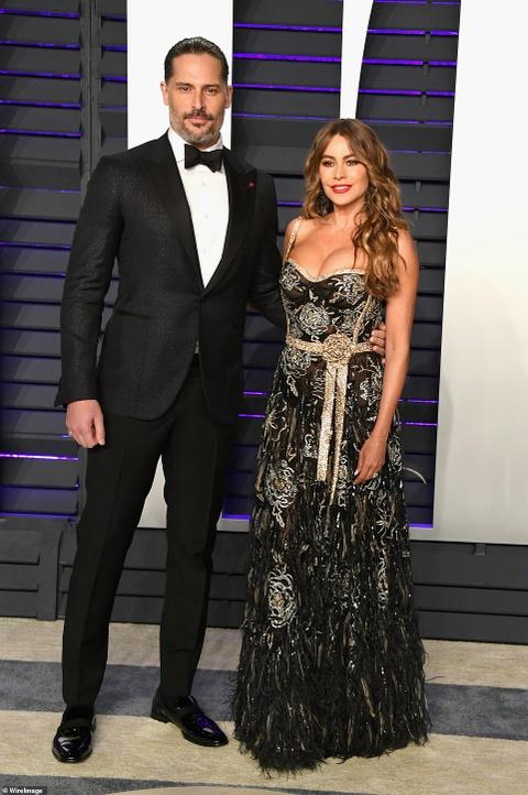 Sofia Vergara mac vay nang nguc tao bao o tiec hau Oscar 2019 hinh anh 1