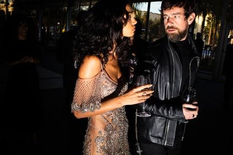 Sofia Vergara mac vay nang nguc tao bao o tiec hau Oscar 2019 hinh anh 5