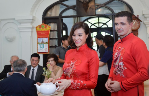 Ban trai Tay va nguoi mau Phuong Mai tinh cam trong ngay an hoi hinh anh 9