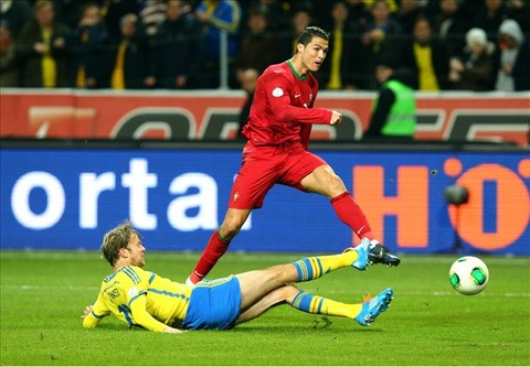 Podolski: 'Ronaldo co the dinh doat tran dau bang 1 cu sut' hinh anh