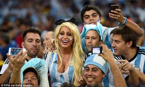 Messi bat ngo truoc su cuong nhiet cua CDV hinh anh