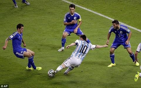 Nhung tuyet pham solo ghi ban cua Messi hinh anh