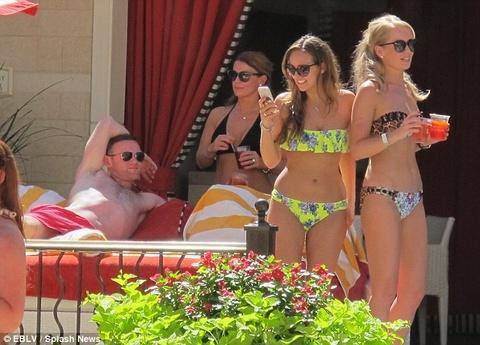 Rooney dua ba xa di nghi mat o Las Vegas hinh anh