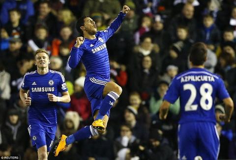 Hazard lap cong, Chelsea tien vao ban ket League Cup hinh anh