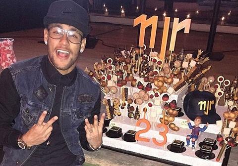 Neymar khoe banh sinh nhat dac biet mung tuoi 23 hinh anh