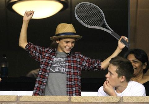 Romeo Beckham hua hen tro thanh ngoi sao tennis hinh anh
