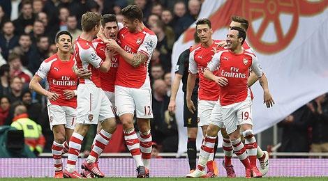 Ha guc Liverpool 4-1, Arsenal len nhi bang hinh anh
