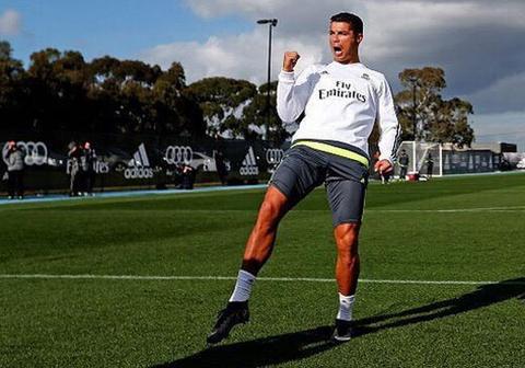 Ronaldo an mung phan khich sau khi danh bai dong doi hinh anh