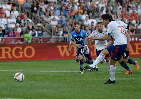 Kaka va Villa giup MLS All Stars thang Tottenham 2-1 hinh anh
