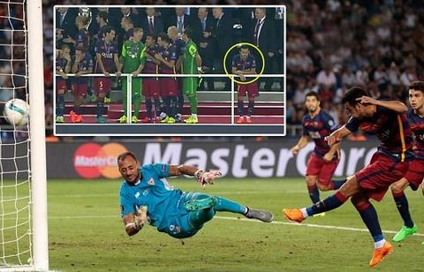 Pedro co don khi Barca an mung Sieu cup chau Au hinh anh