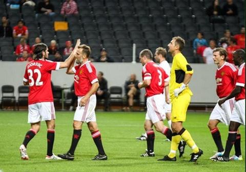 Doi huyen thoai M.U thang cuu danh thu Liverpool 4-2 hinh anh