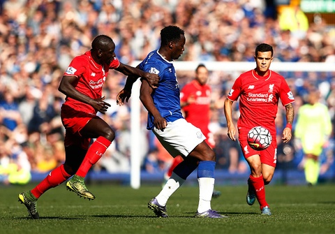 Everton 1-1 Liverpool: Rodgers doi dien giong bao hinh anh