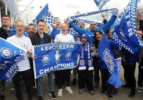 fan leicester duoc uong bia mien phi o vong 37 hinh anh