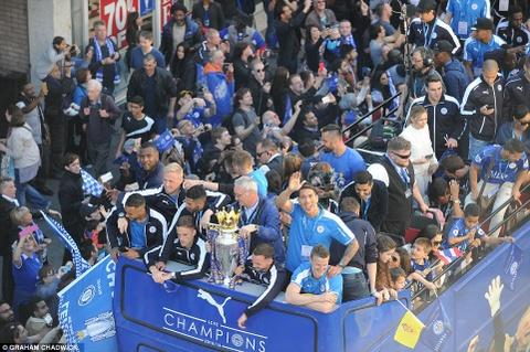 240.000 fan Leicester du le dieu hanh mung chuc vo dich hinh anh 2