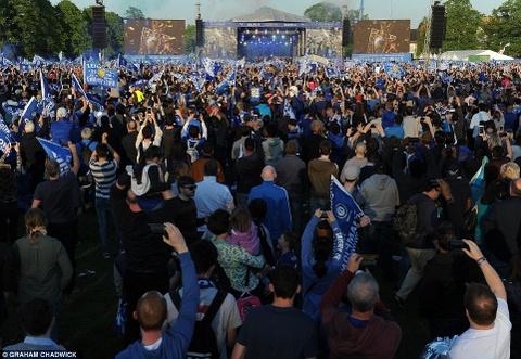 240.000 fan Leicester du le dieu hanh mung chuc vo dich hinh anh 3