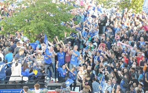 240.000 fan Leicester du le dieu hanh mung chuc vo dich hinh anh 6