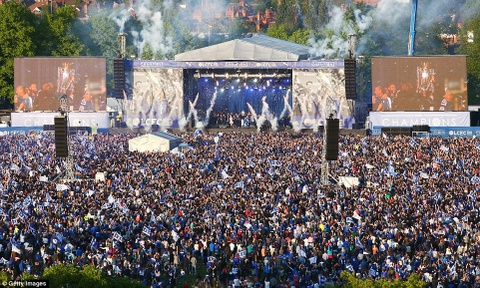 240.000 fan Leicester du le dieu hanh mung chuc vo dich hinh anh 13