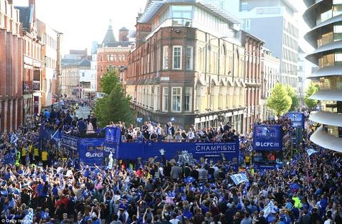 240.000 fan Leicester du le dieu hanh mung chuc vo dich hinh anh 14