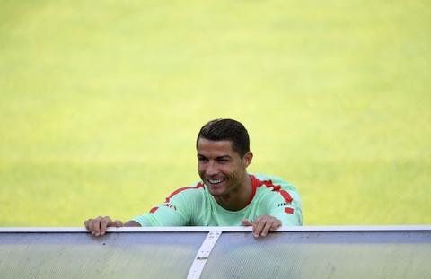 Ronaldo tich cuc tap luyen sau khi bi si nhuc hinh anh 9