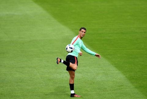 Ronaldo tich cuc tap luyen sau khi bi si nhuc hinh anh 2