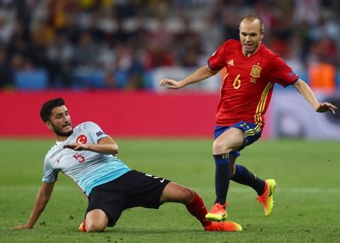 Cham diem Tay Ban Nha: Morata mang hinh bong Torres hinh anh 9