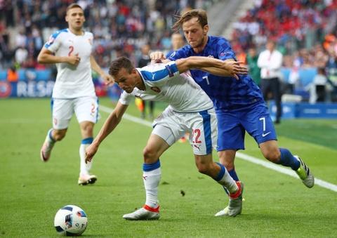 Doi hinh hay nhat luot thu hai vong bang Euro 2016 hinh anh 7