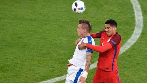 Anh vs Slovakia: Joe Hart noi dien vi Smalling hinh anh