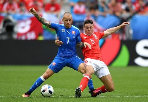 Ronaldo bi loai khoi doi hinh hay nhat vong bang Euro 2016 hinh anh 4