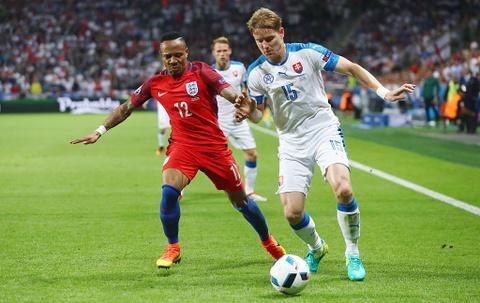 Ronaldo bi loai khoi doi hinh hay nhat vong bang Euro 2016 hinh anh 6