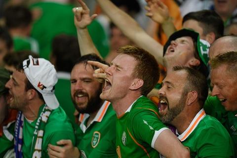 CDV tran nuoc mat khi CH Ireland danh bai Italy hinh anh 6