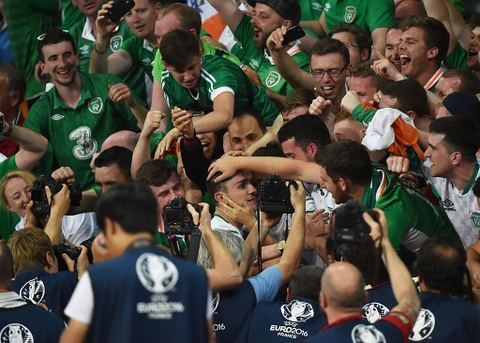 CDV tran nuoc mat khi CH Ireland danh bai Italy hinh anh 9