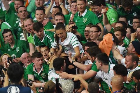CDV tran nuoc mat khi CH Ireland danh bai Italy hinh anh 10