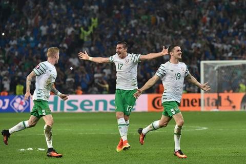 CDV tran nuoc mat khi CH Ireland danh bai Italy hinh anh 1
