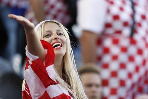 Fan nhi chuc mung Ronaldo vao tu ket Euro 2016 hinh anh 10