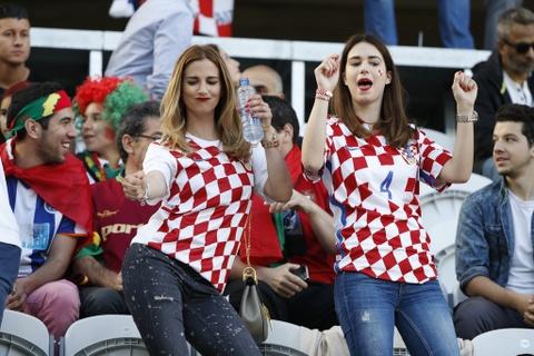 Fan nhi chuc mung Ronaldo vao tu ket Euro 2016 hinh anh 9