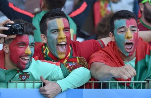 Fan nhi chuc mung Ronaldo vao tu ket Euro 2016 hinh anh 7