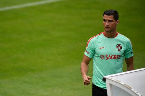 Ronaldo chay leo doc ren the luc truoc ban ket Euro 2016 hinh anh 8