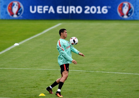 Ronaldo chay leo doc ren the luc truoc ban ket Euro 2016 hinh anh 4