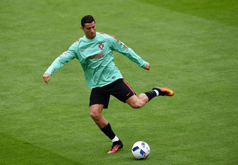 Ronaldo chay leo doc ren the luc truoc ban ket Euro 2016 hinh anh 5