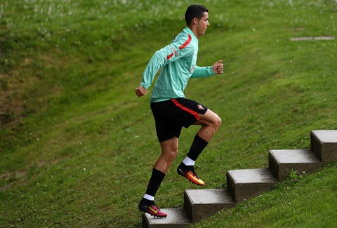 Ronaldo chay leo doc ren the luc truoc ban ket Euro 2016 hinh anh 2